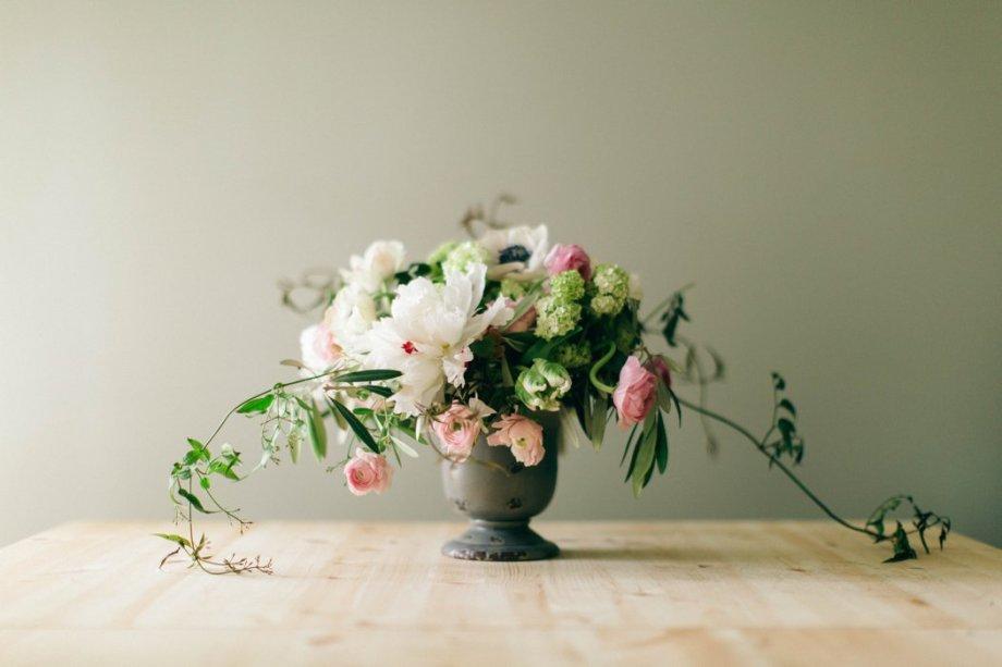 Romantic Classic Flowers_Amanda Burnette_Glamorous Wedding_Nikki Santerre Photography_ Richmond Florist_0006.jpg
